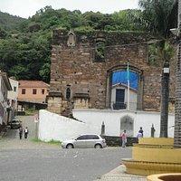 Vista da Igreja e de parte da praça