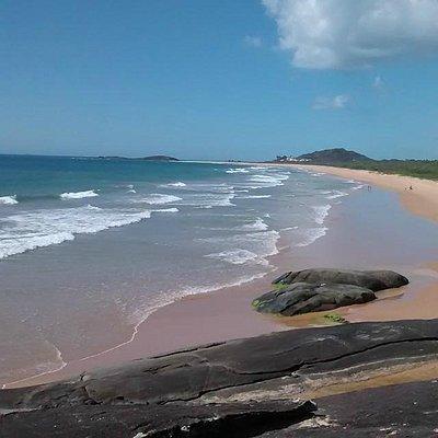 Vista da Praia de Setibão a partir das pedras que a dividem de Caraís