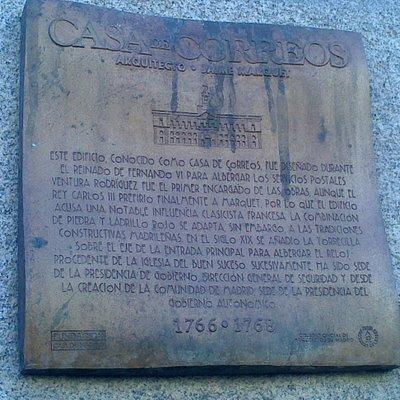 Placa donde explica su historia.