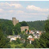 Burgfried, Wohnturm und Schildmauer