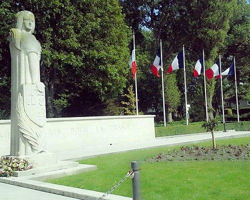 Monument aux Calaisiens morts pour la France, entrée du parc