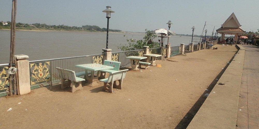 Nong Khai's riverside walkway. Lacking a little upkeep and maintenance.