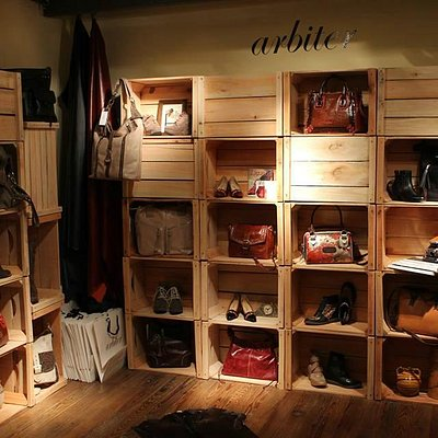 The most prestigious leather brands of Uruguay all together in one place.