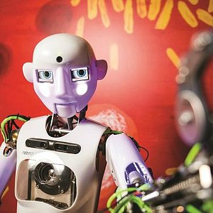 Jedinný humanodiní robot v České republice - RoboThespian / The one and only humanoid robot in C
