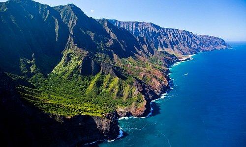 The emerald green pinnacles tower along the shoreline for 27 km on the Napali Coast, Kauai.