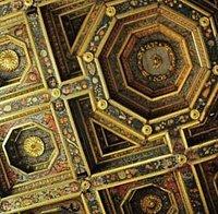 dettagli del soffitto a cassettoni e ornamenti laccati del 1600