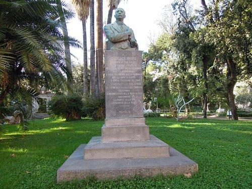 Monumento a Clemente Mauro