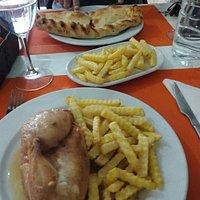 Medio pollo asado y Calzone
