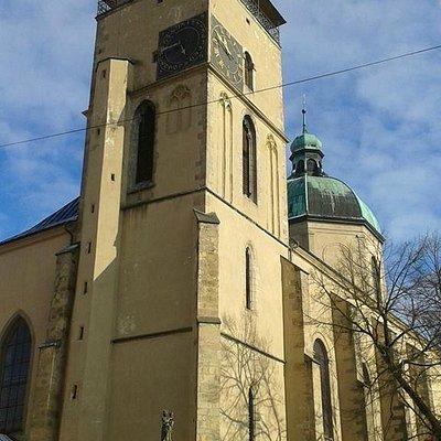 Kostel Nanebevzeti Panny Marie, pohled z naměstí
