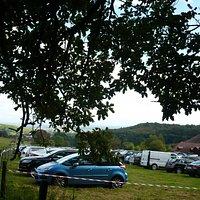 stationnement des voitures lors du  Word Cup Rallye auto d'Asace