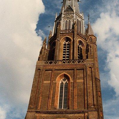 De 85 meter hoge Bonifatiustoren, een van de hoogtepunten van Leeuwarden