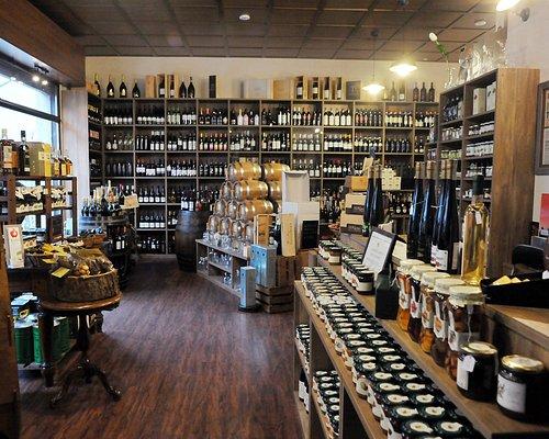 Panoramica del negozio con vista corner vini