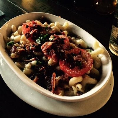 Mac & Cheese with bacon and tomato