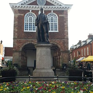 Sir Robert Peel statue, January 2015