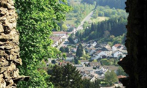 Blick vom Wohnturm auf den Weilsberg