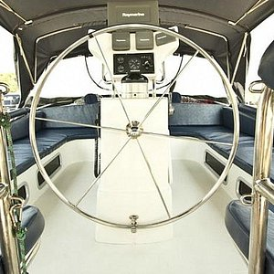 Vista do leme e cockpit.