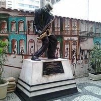 Bela estatua ,pena que escondidinha no centro RJ