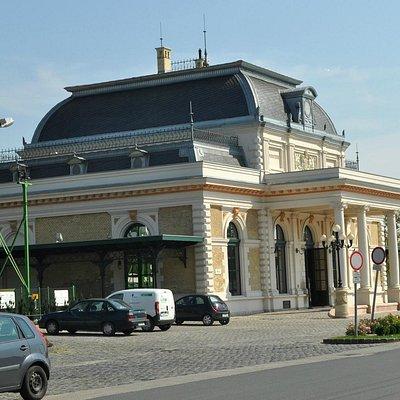 Вокзал в Гёдёллё