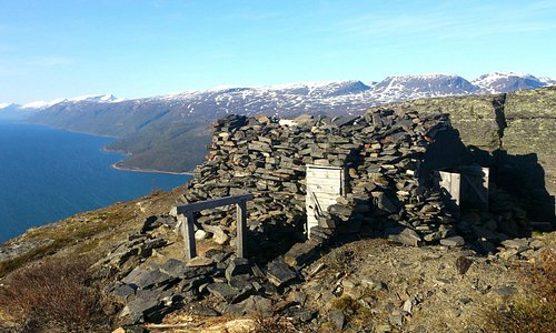 At 550 m the path end. Here you will find as well a stone cabin. Foto: Georg Sichelschmidt