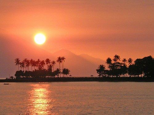 Yet another stunning ocean sunset on Lombok