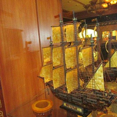 Янтарный кораблик