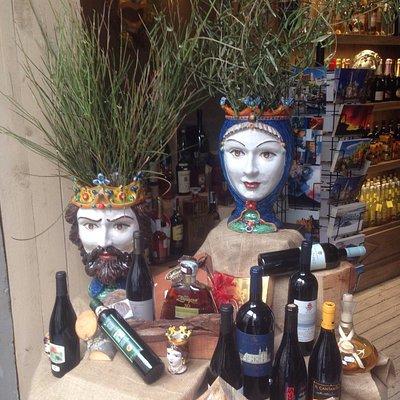 ceramiche di Caltagirone e vini