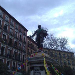 Linda estatua.