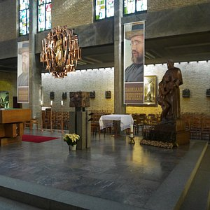 Father Damien's Crypt