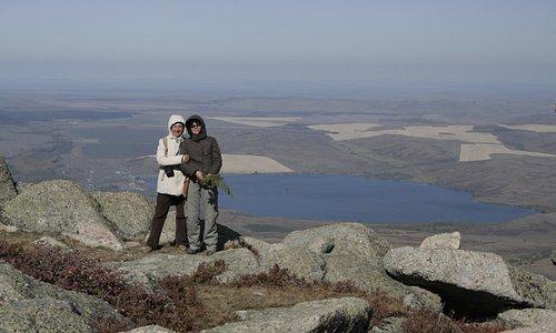 Вид с горы Синюха на озеро Белое