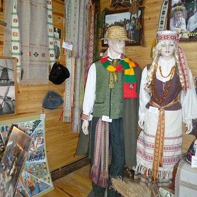 Trajes tipicos de los Lituanos