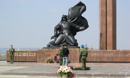Памятник Миннигали Губайдуллину и Александру Матросову