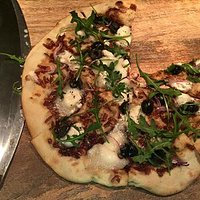 Goats cheese, red onion marmalade, black olive and rocket.