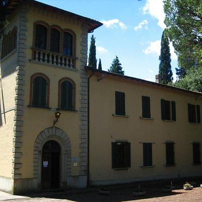 Biblioteca Comunale Villa Dolphin-Camalich