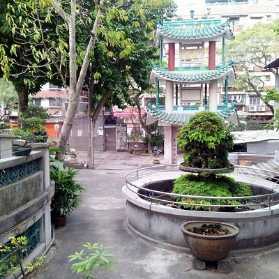 Kun Iam Temple - pavilion and garden