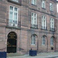 Façade entrée du musée 1