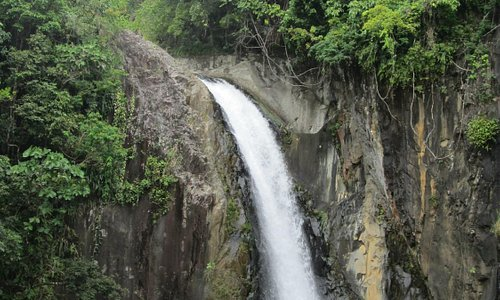 The wonderful Tinago falls in a relatively well-protected forest