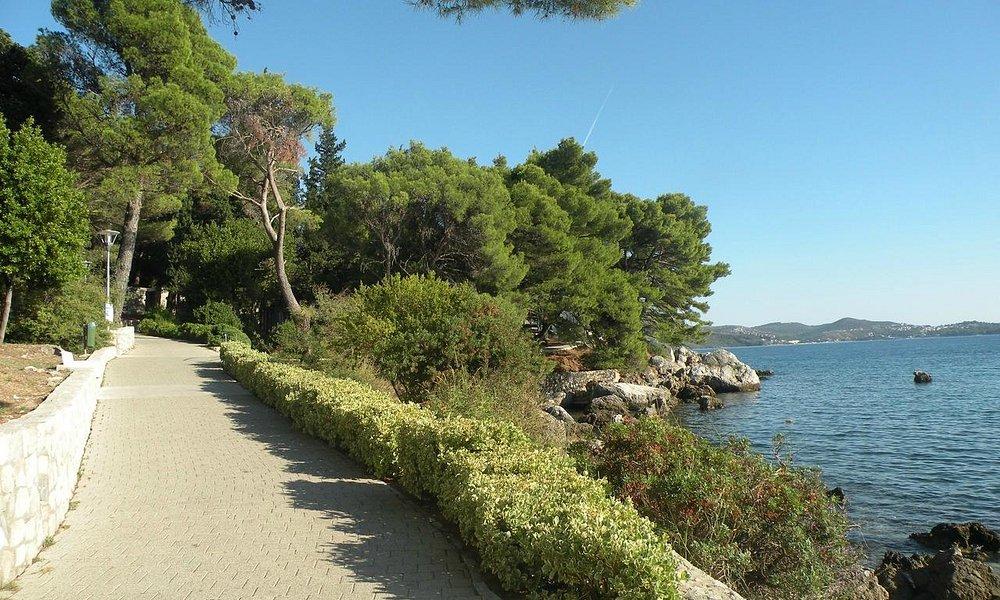 Mlini beach area