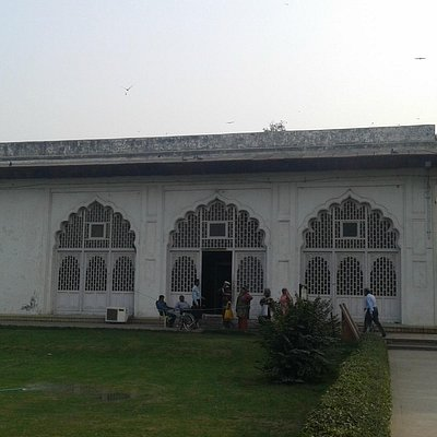 Another view of the Mahal.
