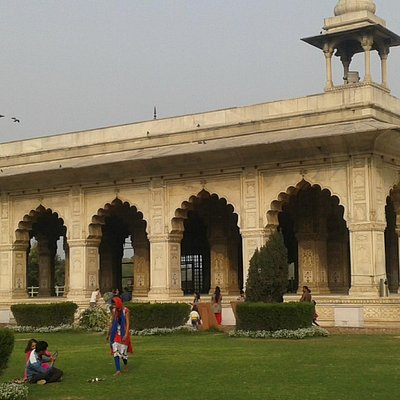 The grand Diwan-i-Khas.
