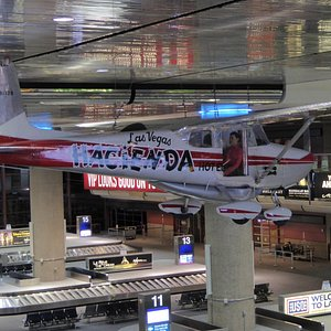 Suspended Record-breaking Cessna 172