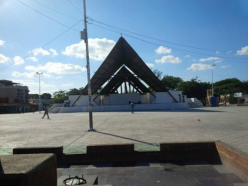 Parque de las Palapas, empty by day