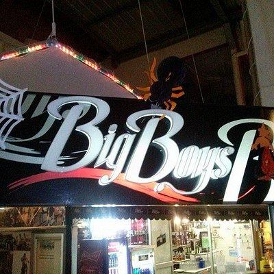 El mejor bar-discotek de Riobamba, al puro estilo de rock 80's, 90's y música de tu agrado; dónd