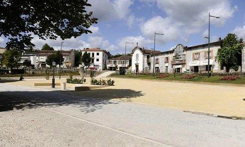 Abrange as freguesias de Molares, Gagos e Veade