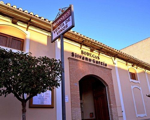 Puerta principal Bodega