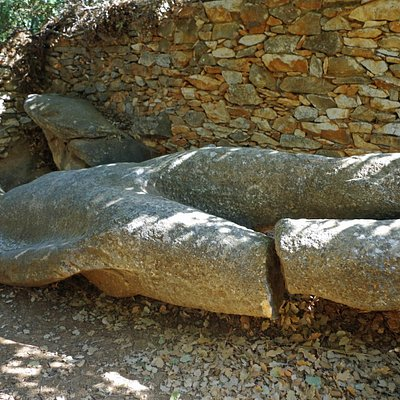 Broken-legged Kouros
