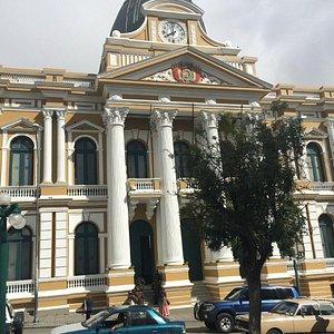 Congreso Plurinacional de Bolivia y tu interesante reloj