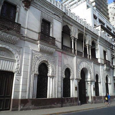 Santiago de Chile, Palacio de la Alhambra. Acceso calle Compañía de Jesús.