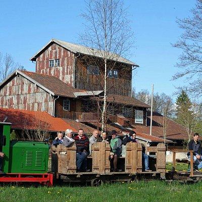 Torfbahnhof mit Feldbahn
