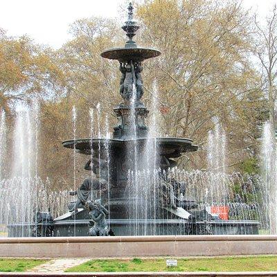 Fica na entrada do Parque San Martin