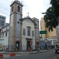 A altiva igreja no tumultuado e boêmio bairro carioca